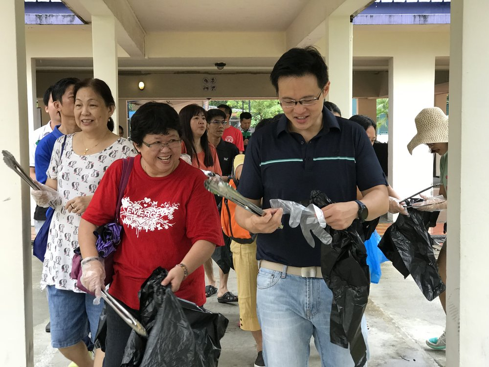 MP Desmond Choo engages with residents while preparing for litter-picking