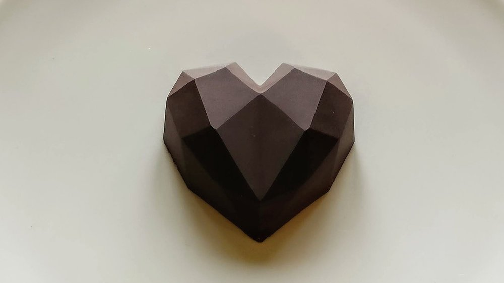 One cacao heart is 45~50 grams of 100% pure cacao.