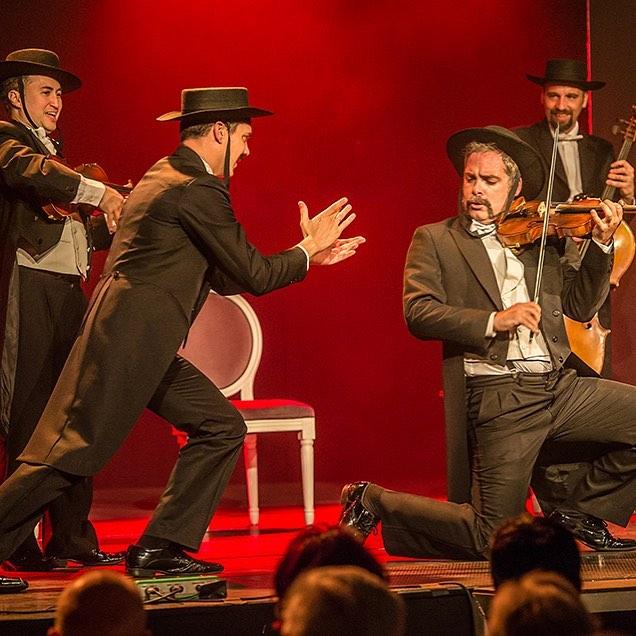 ¿Ya sabéis que este verano PaGAGnini tiene PaCk Familia? Compra 4 entradas y paga solo 14,5€ disfrutando de un 40% de descuento 😱😱😱 El mejor des-concierto de Madrid!