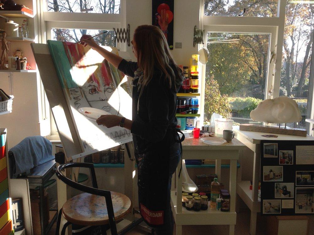 Nicole aan het werk..we hadden prachtig weer tijdens het Landelijke Atelierweekend. Volgend jaar weer..