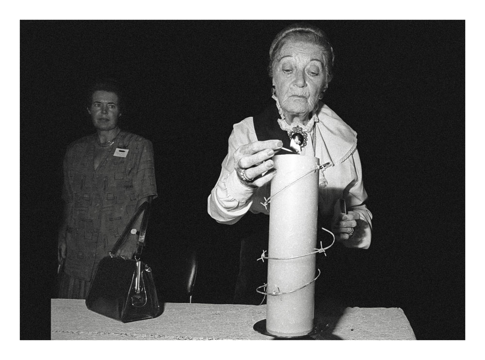 GILLE-DE-VLIEG891610a-Zille-Herries-Baird,-lighting-Amnesty-candle,-Black-Sash-conference,-Durban-2-Mar-BW-45-300.jpg