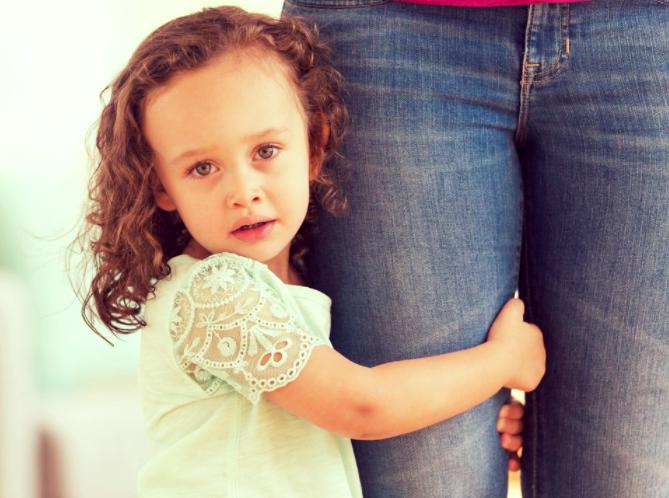 copil dependent de mama.PNG