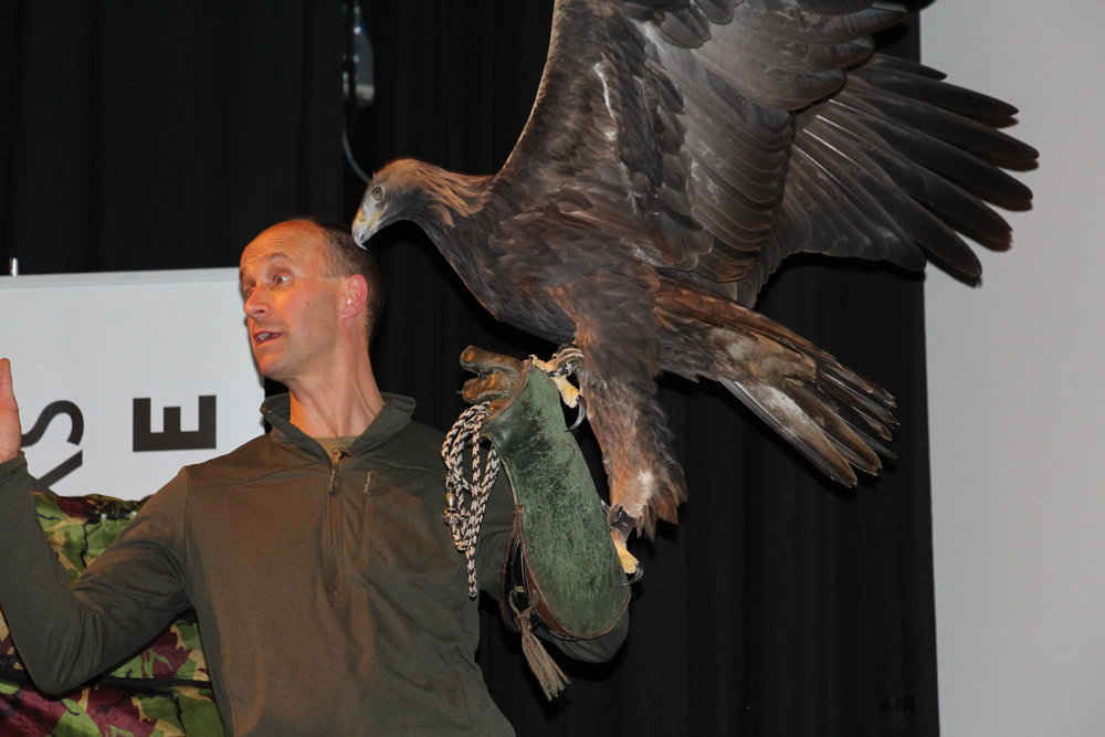 Lloyd Buck with Tilly the golden eagle © Tim Birkhead