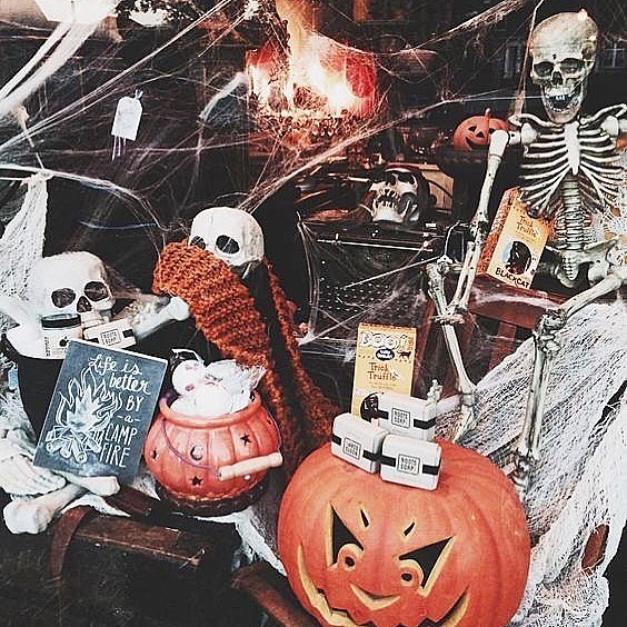 Okay, it's October 1st, can we get excited for Halloween yet? Have you dressed up your store's windows/shop floor with spooky decorations because we want to see them! You could even win an Inspired Award for your displays! 📷 Pinterest  #inspiredawards18 #halloween #autumn #shopping #shop #store #retail #work #visualmerchandising #windowdisplay #business #independentshop #brands #pumpkin #awards