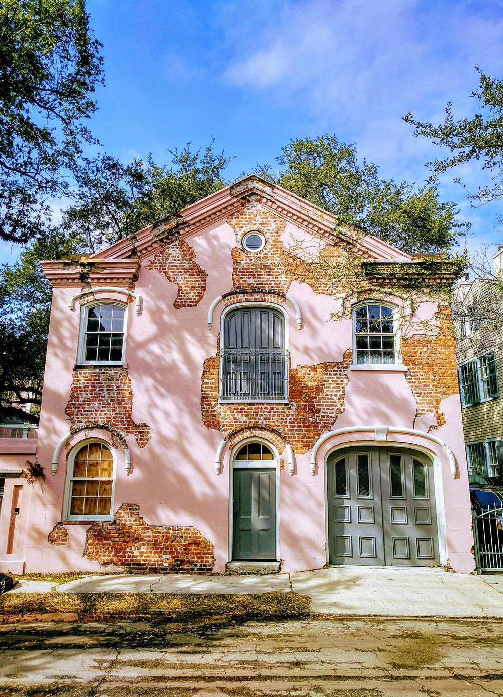 Clockwise from Left: Historic architecture of the French Quarter, Beautifully aging façades of New Orleans (photo: Joaquin), French Quarter Square (photo: Llambrano)