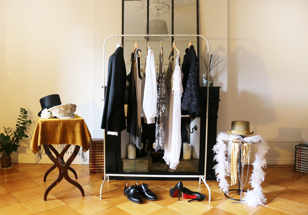 Le Dressing - Nous installons chez vous un coin dressing thématique, élégant et ludique où vos invités pourront se costumer au gré de leurs envies grâce à une sélection de costumes et d'accessoires soigneusement choisie par l'équipe.Devis sur demande.