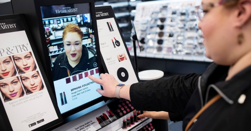 A Sephora shopper can now use an AR mirror to virtually try-on makeup looks
