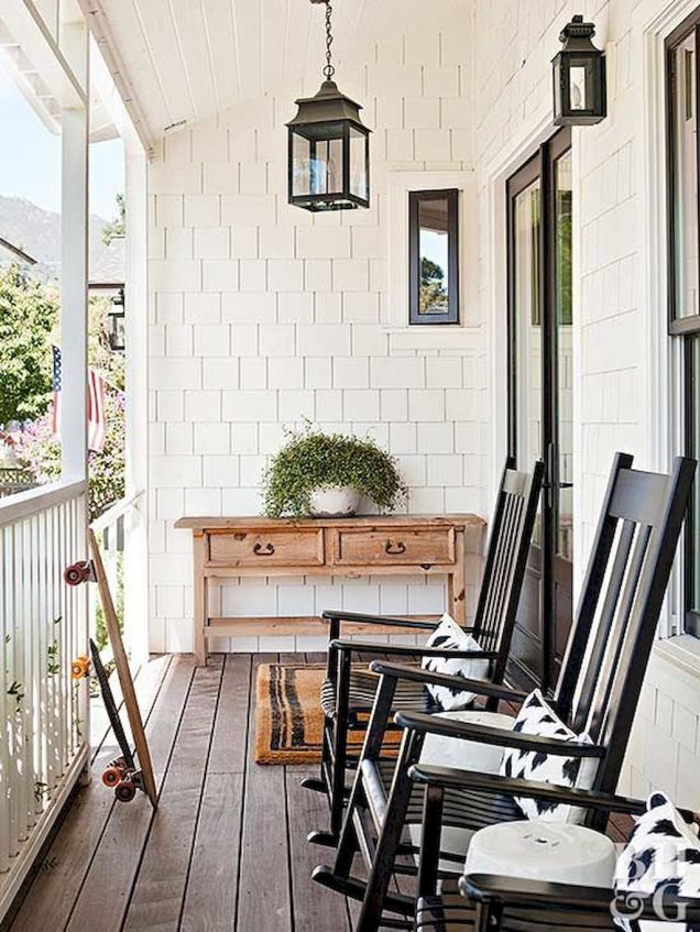 70-Rustic-Farmhouse-Front-Porch-Decorating-Ideas.jpg