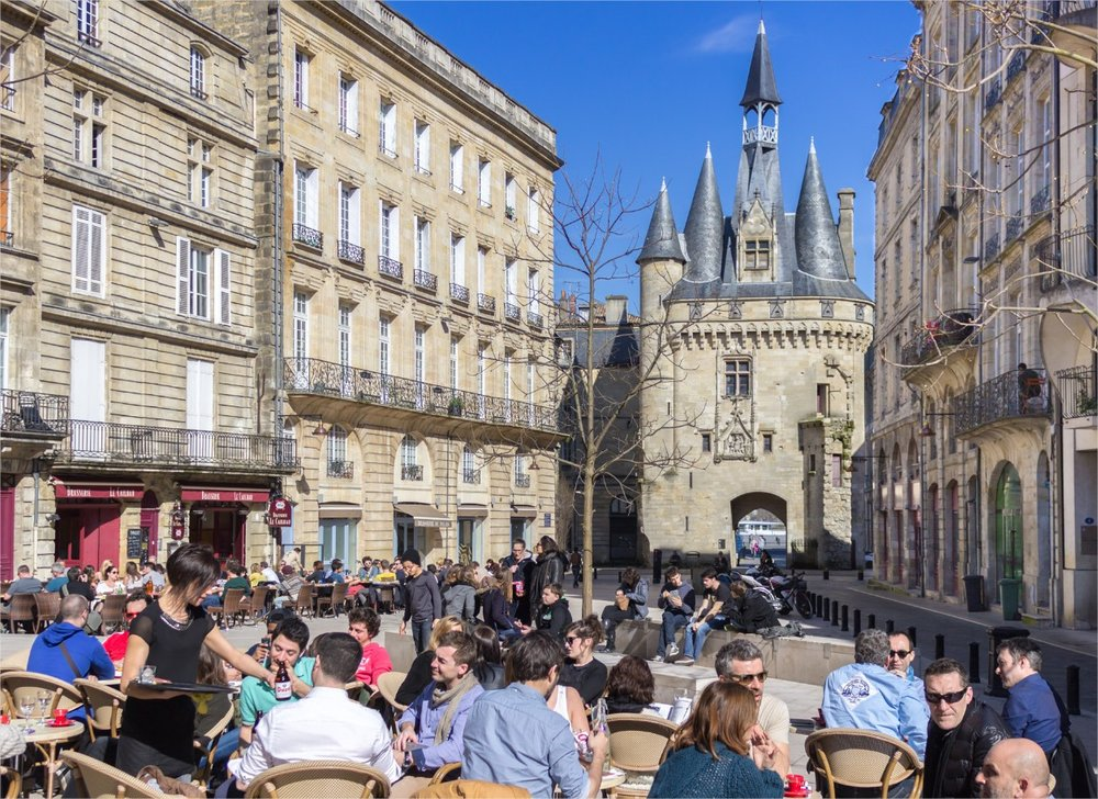 Chez Fred - Located in a cute square, you can grab an apero here and enjoy the view of the Disney Castle like monument – Porte Cailhau