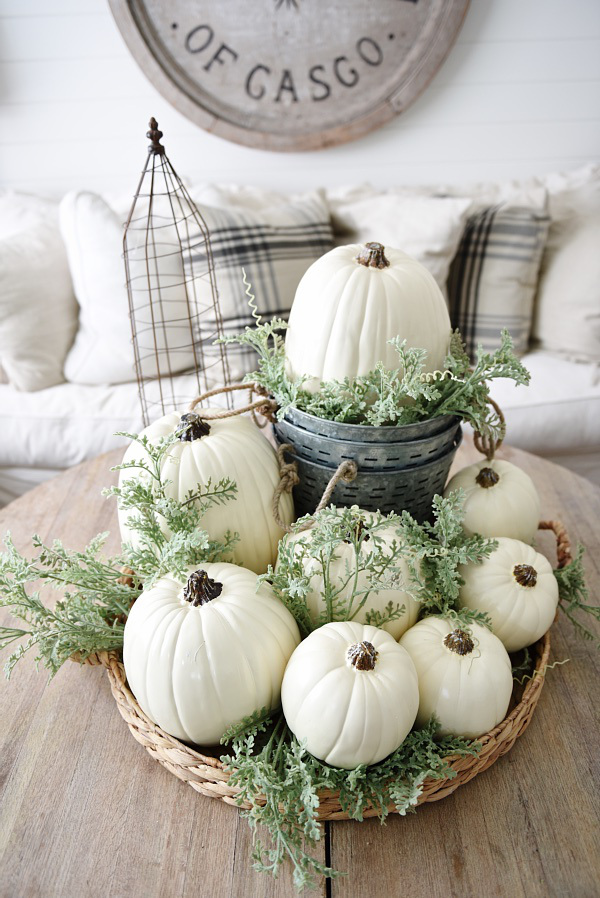 47-awesome-pumpkin-centerpieces-for-fall-and-halloween-table-9.jpg