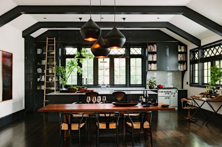cuisine-noire-bois-poutres-apparentes-parquet-massif.jpg