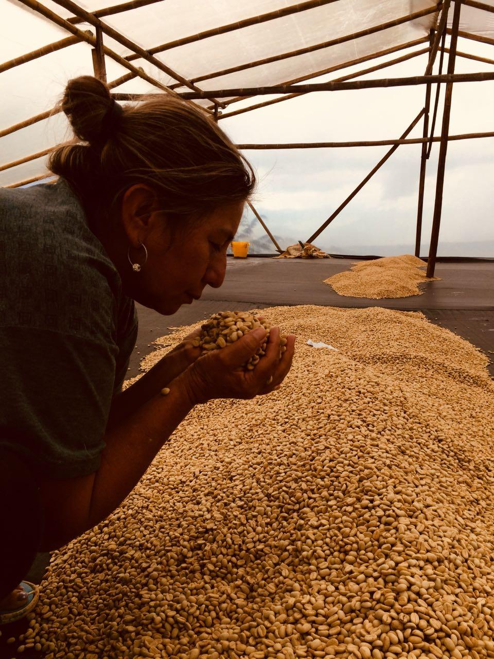 Maria Bercelia en su finca,Los Angeles, Acevedo, Huila, Colombia.