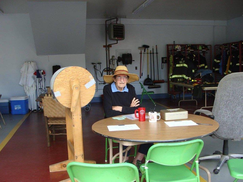 Community Members Volunteer for Field Day