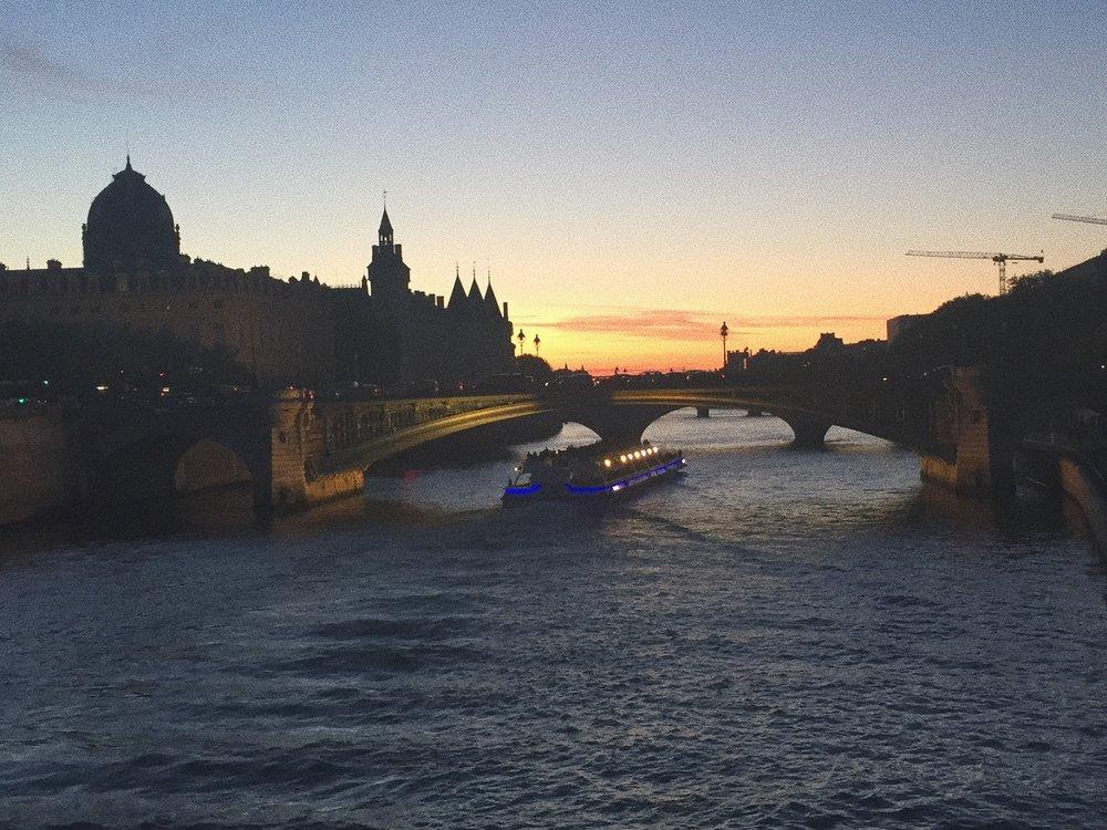 seine_river_canal_dusk_paris_france_touristguide_travelguide_europe_eurotrip_vacation