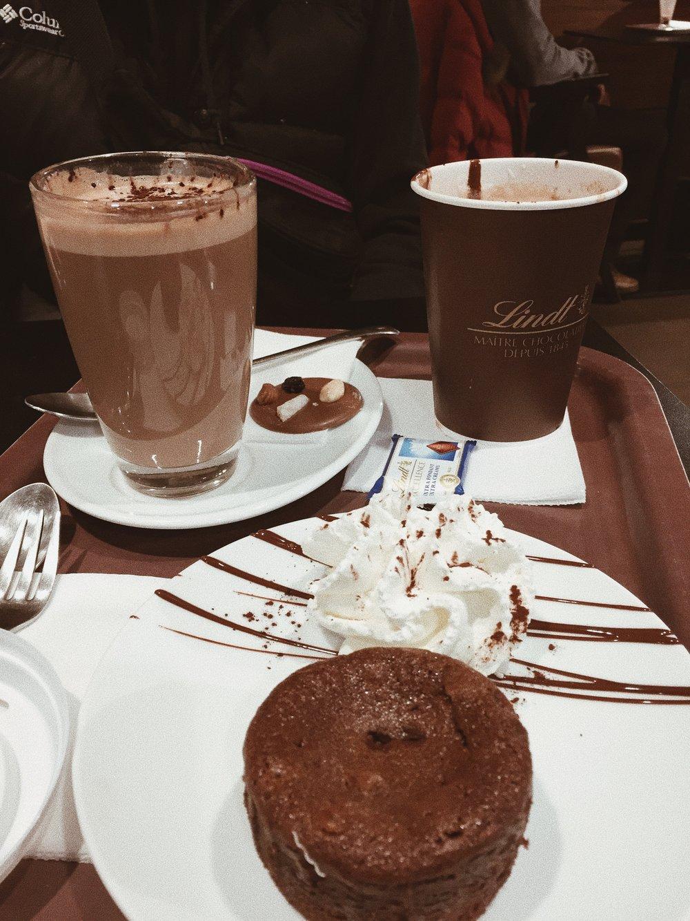 lindtt_hotchocolate_dessert_paris_france_food_travelguide