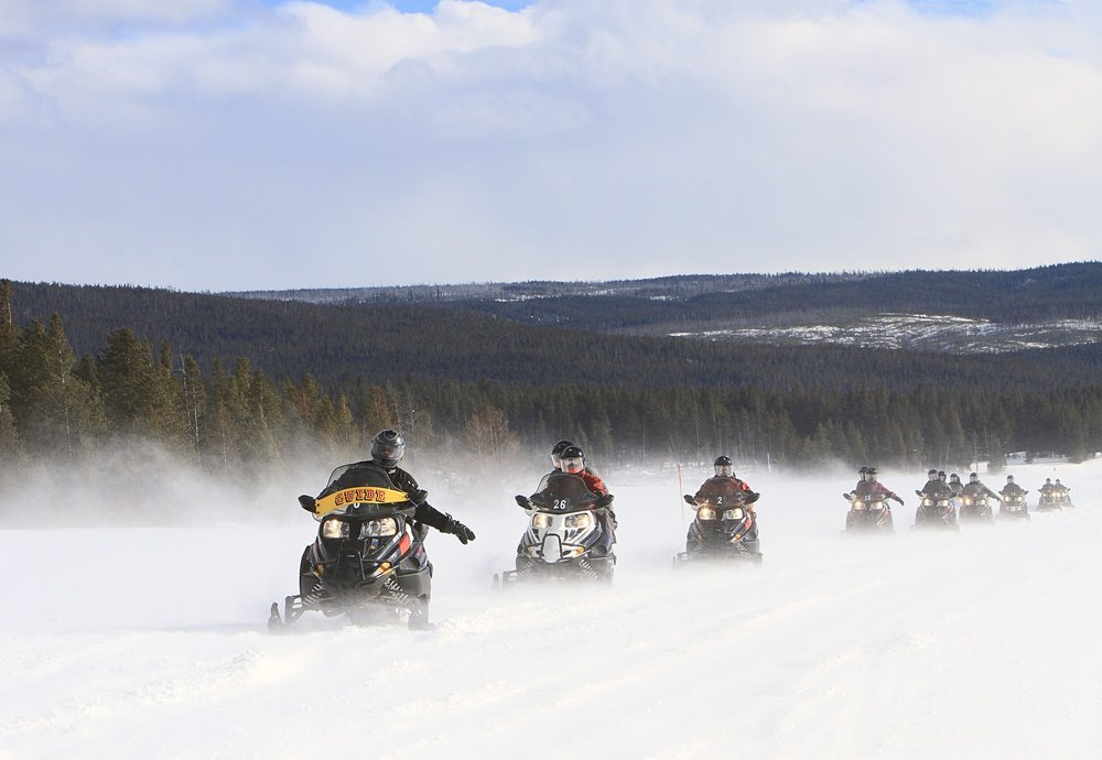 snowmobiles-2108758_1920.jpg