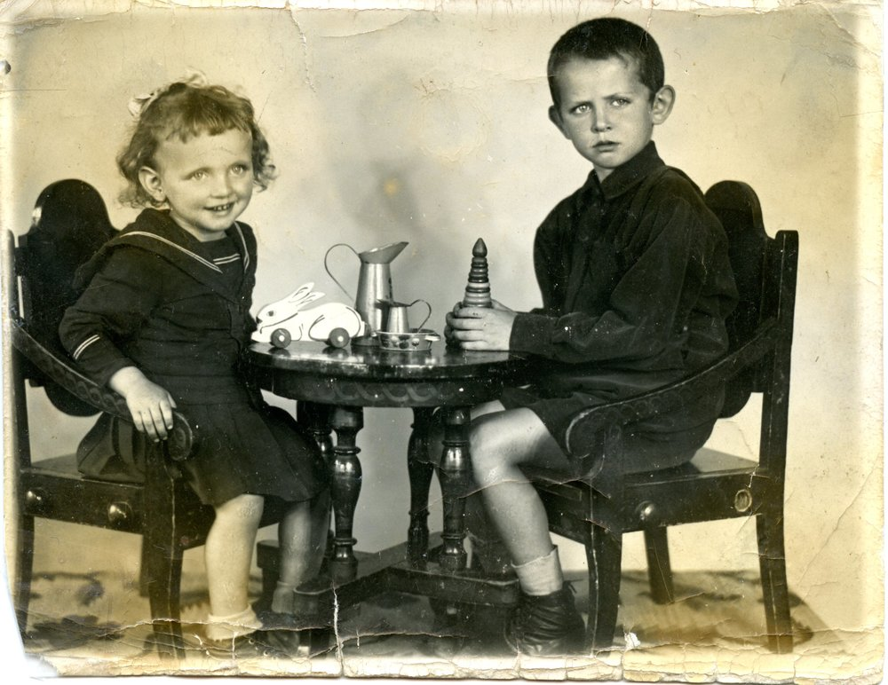 1940 - Elizaveta and her brother
