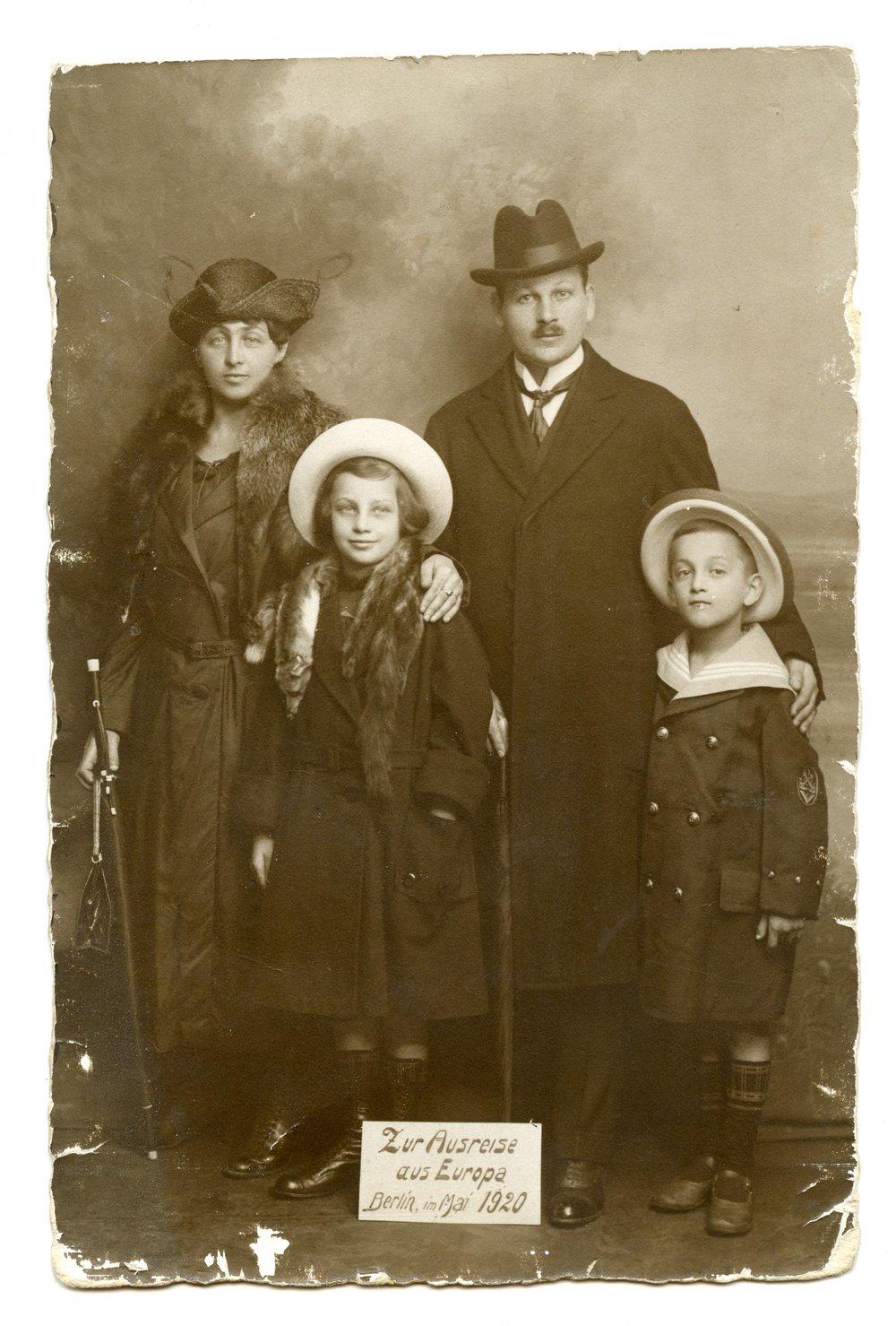 1920 - Eazak's parents and siblings before leaving Berlin, Germany