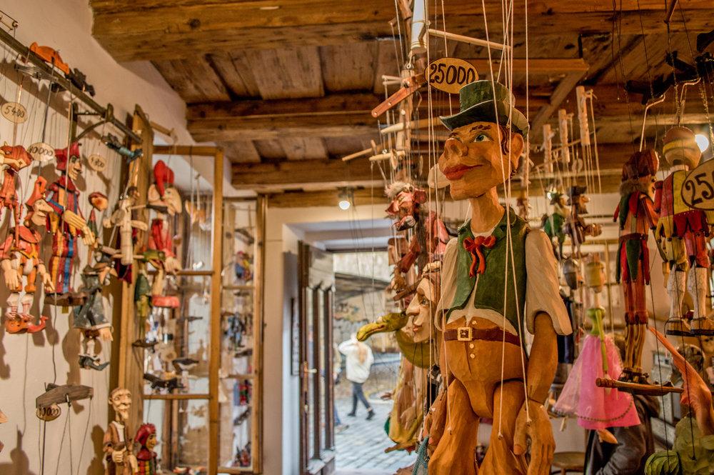 20.-prague-praha-puppets-culture-shopping-markets-buy-gifts-czech-republic.jpg