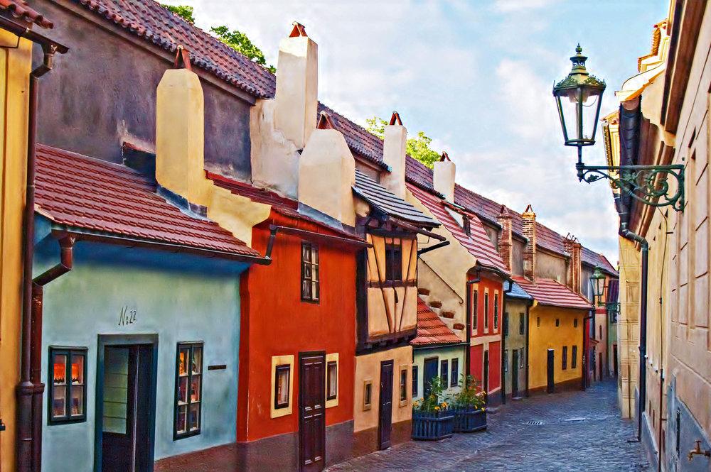 Golden-Lane-Prague-castle-Czech-republic-shutterstock_41955601-2.jpg