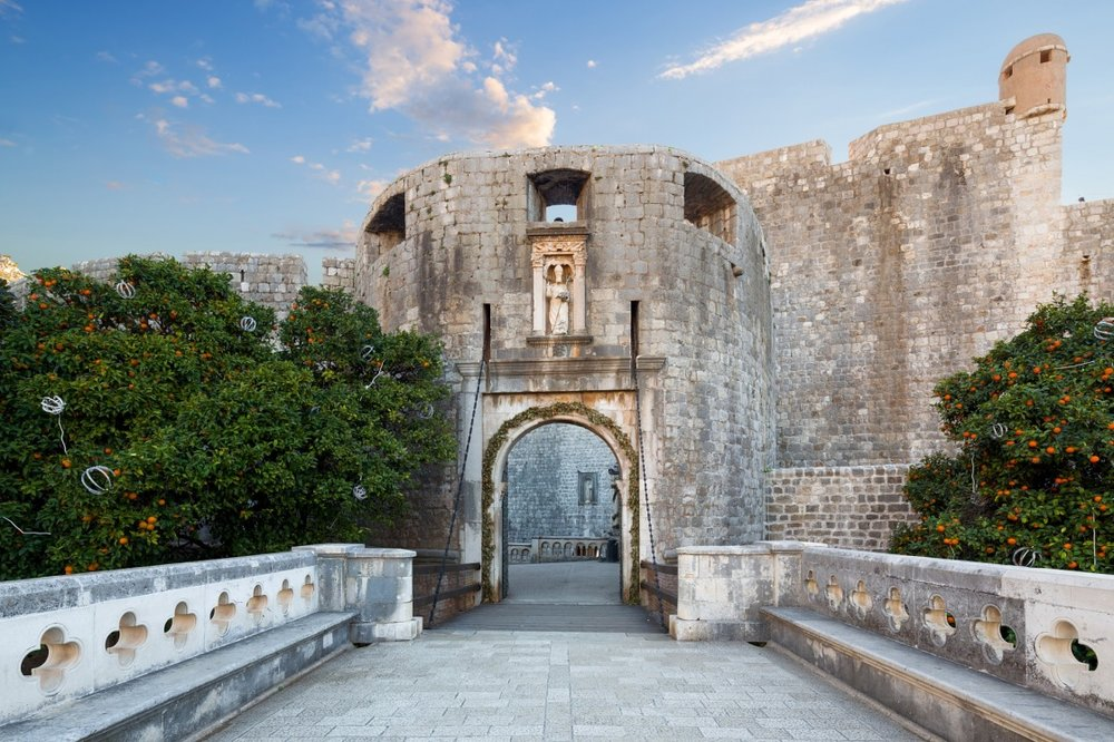 a-walk-through-the-old-dubrovnik-city-streets-pile-gate-entrance-in-old-town-of-dubrovnik-croatia-431-ba15.jpg