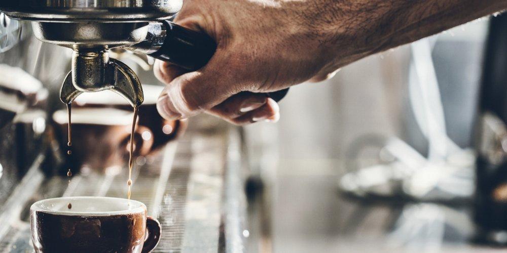 BOCCA - Bij ons krijg je (h)eerlijke koffie van BOCCA. Deze Amsterdamse koffie brander haalt z'n koffie rechtstreeks bij de koffieboeren