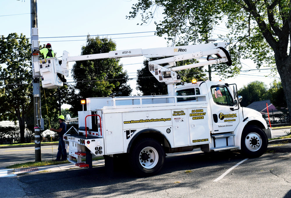 Web Bucket truck Brochure.jpg