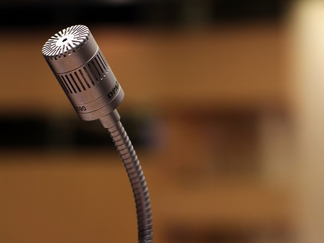 Pixabay_Single Microphone_microphone-2316268_1280_cropped web.jpg