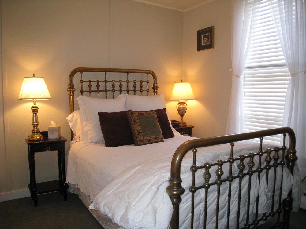 Guest Room_9.JPG