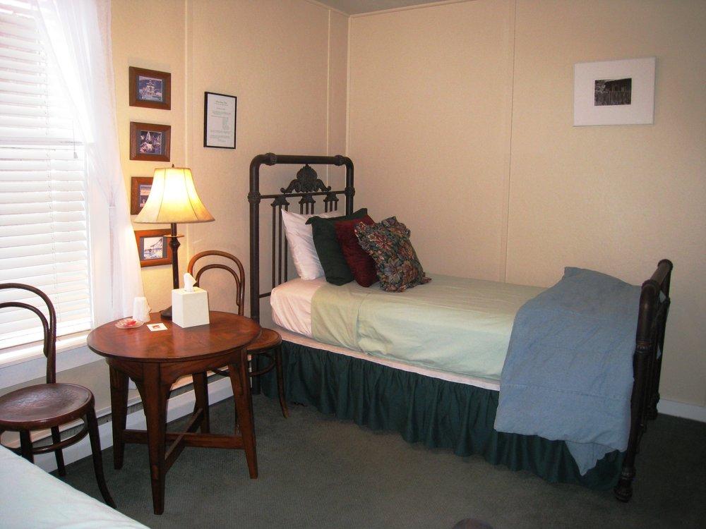 Guest Room_13.JPG