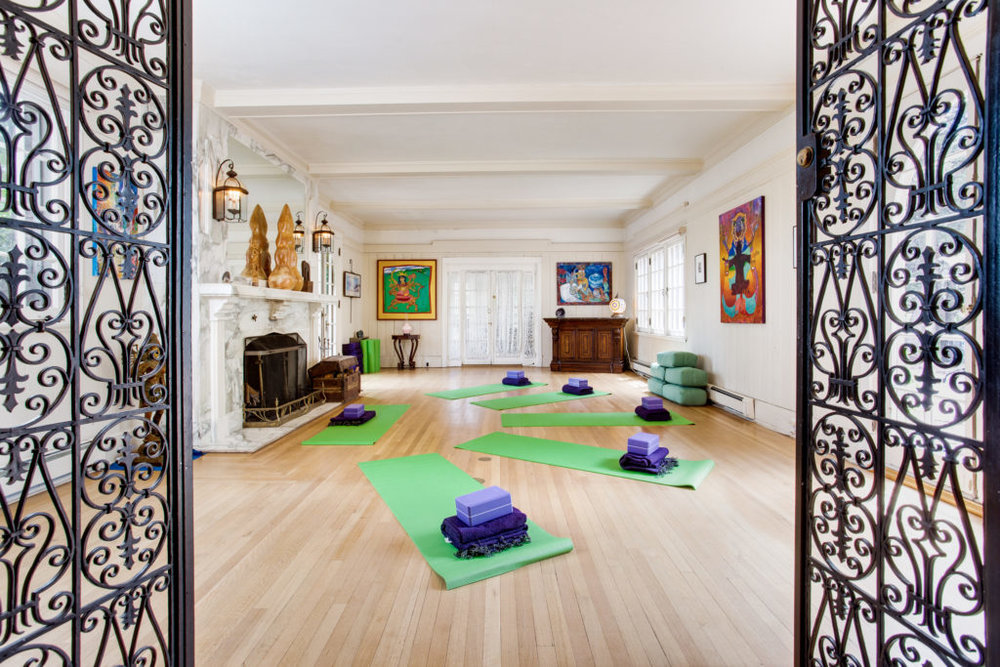 Yoga-room-at-Rockledge-2-1024x683.jpg