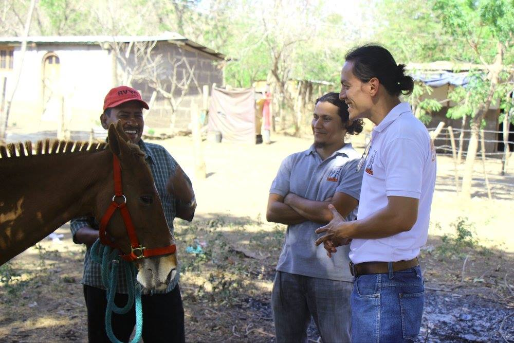 Brooke Central America vets Carlos and Mirciadez in conversation with owners in Nicaragua