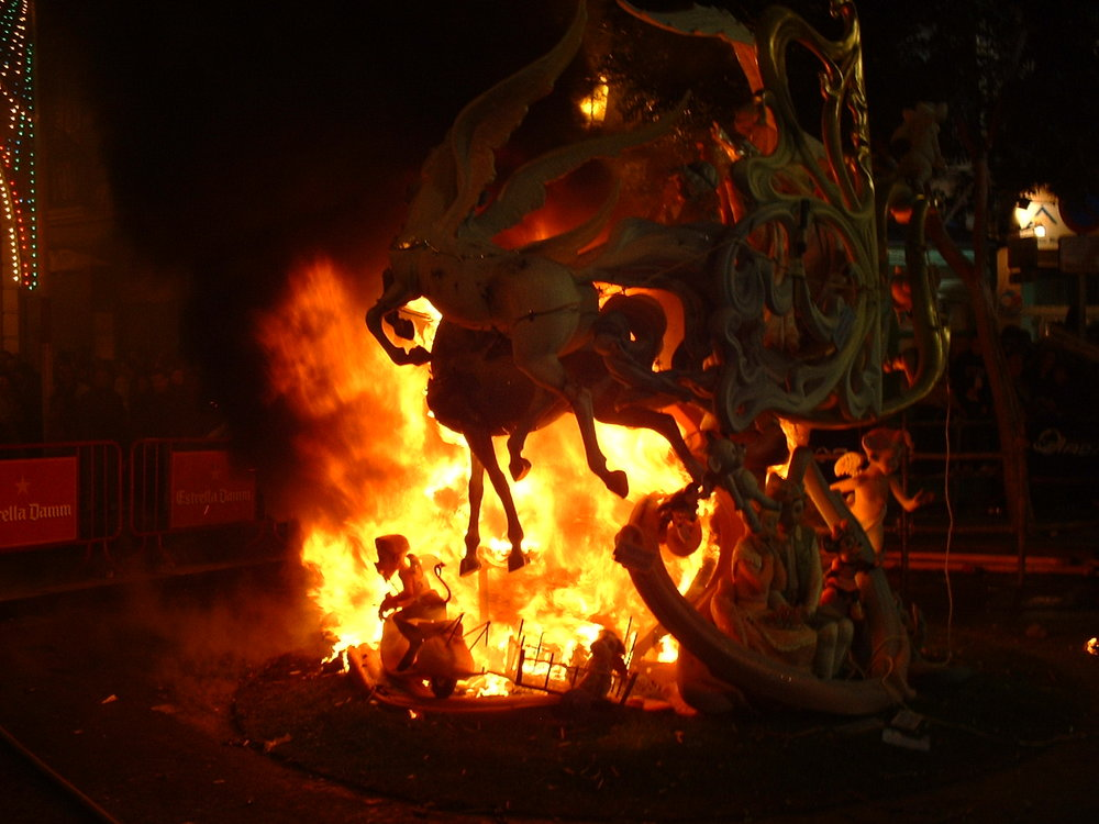 kids fallas burning.jpg