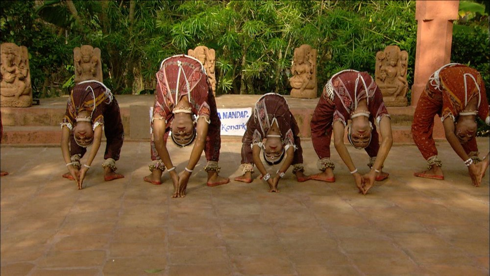 FFOTW_108_dancers lean.jpg