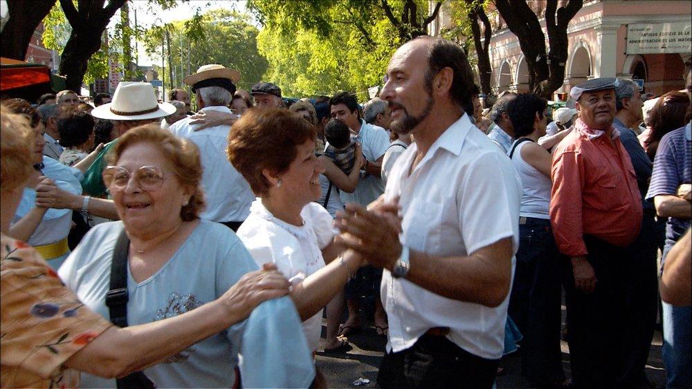 FFOTW_202_dancers in street.jpg
