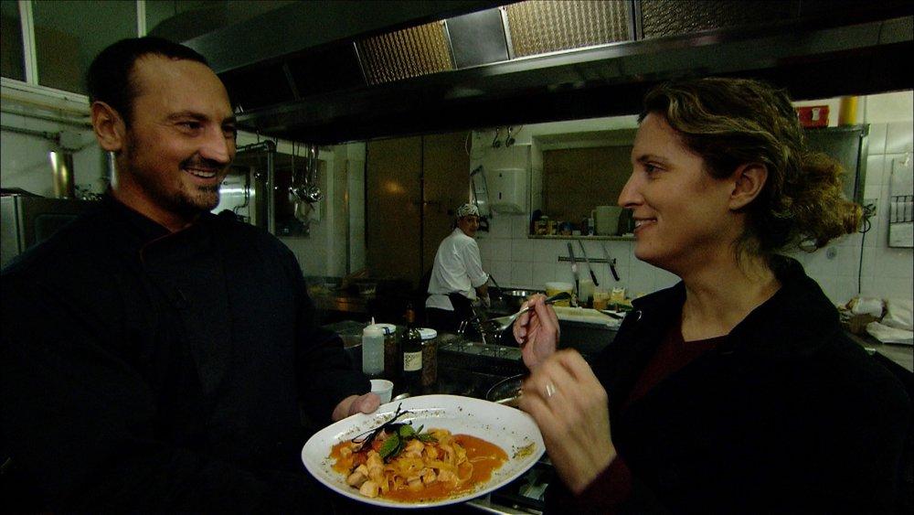 FFOTW_204_sigal tastes pasta.jpg