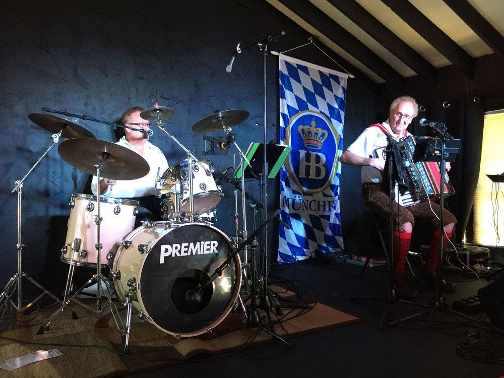 Heidelberg_Helen_German_Restaurant_Oktoberfest_Live_Music_Mr_Oktoberfest_Klapperkasten.jpg