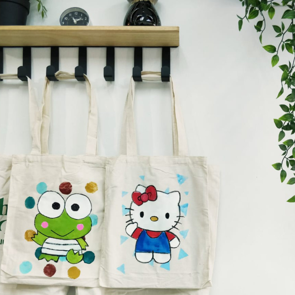 Tote-ally Awesome Workshop – Do Your Bit for the Environment   Customise our reusable A3-sized organic cotton tote bag with your very own painting. Let us know whatever you wish to paint and we'll help turn it into a reality! Paw Patrol perhaps? A superhero or Disney Princess? Or maybe a Van Gogh recreation; the possibilities are endless! This workshop is a great introduction to painting techniques and art principles. - Recommended for ages 4 & up. Fees: $30 Duration: 1 hour