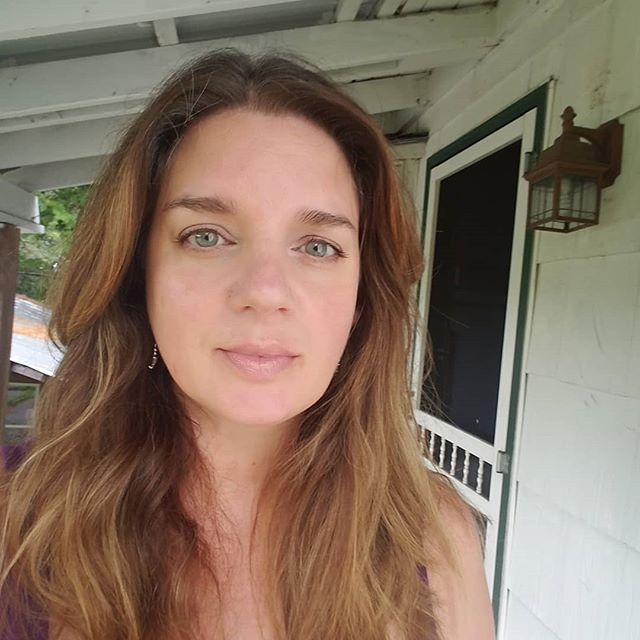 #Sunday #selfie 😁  #barefootofficemom #blog #blogger #writer #lifedesign #lifedesigner #lifebydesign #createalifeyoulove #summer #maine #porchlife #brunette #thisisforty