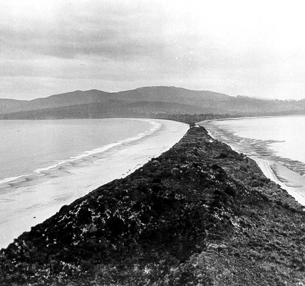 View_of_the_Neck_on_Bruny_Island-600x600.jpg