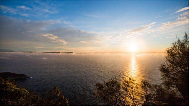 Bruny Island sunsets cannot be beaten 🌞 . . #brunyislandtas #showusyourbruny #showusyoursunset #brunyislandsunset #sunset #seascape #landscape #discovertasmania #tasmaniantourism