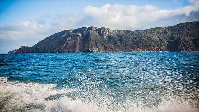 Day out on the water 🌊 . . #brunyislandtas #showusyourbruny #discovertasmania #tassiestyle #tasmaniantourism #seascape #landscape #landscapephotography