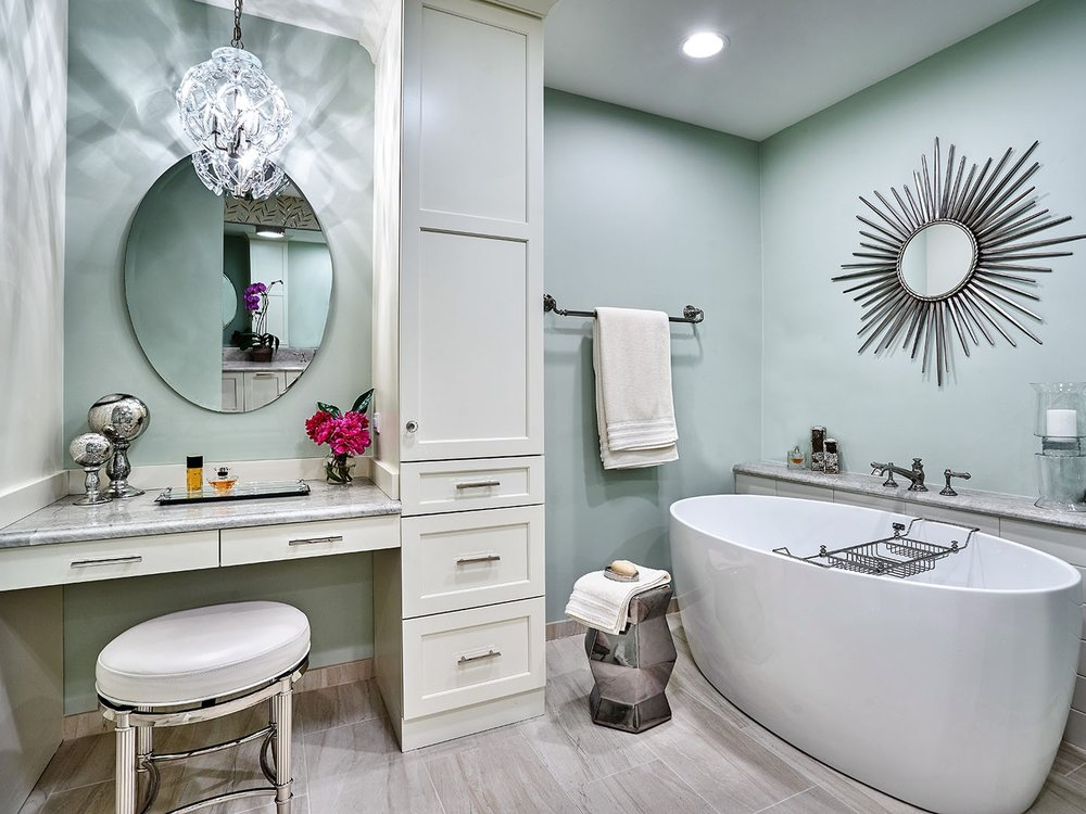 2017 HONORABLE MENTION IN BATH DESIGN   ASID Illinois chapter recognized Yamini Designs with its Excellence in Design Award by a small firm.   Learn more about the project.
