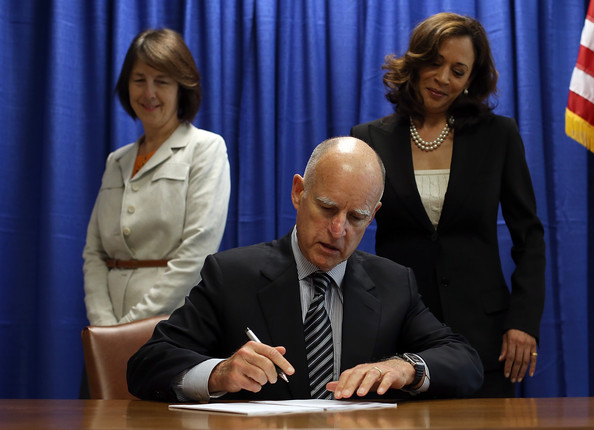 Jerry Brown signs California Homeowner Bill of Rights (July 10, 2012 - Source: Justin Sullivan/Getty Images North America)