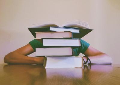 adult-blur-books-261909.jpg
