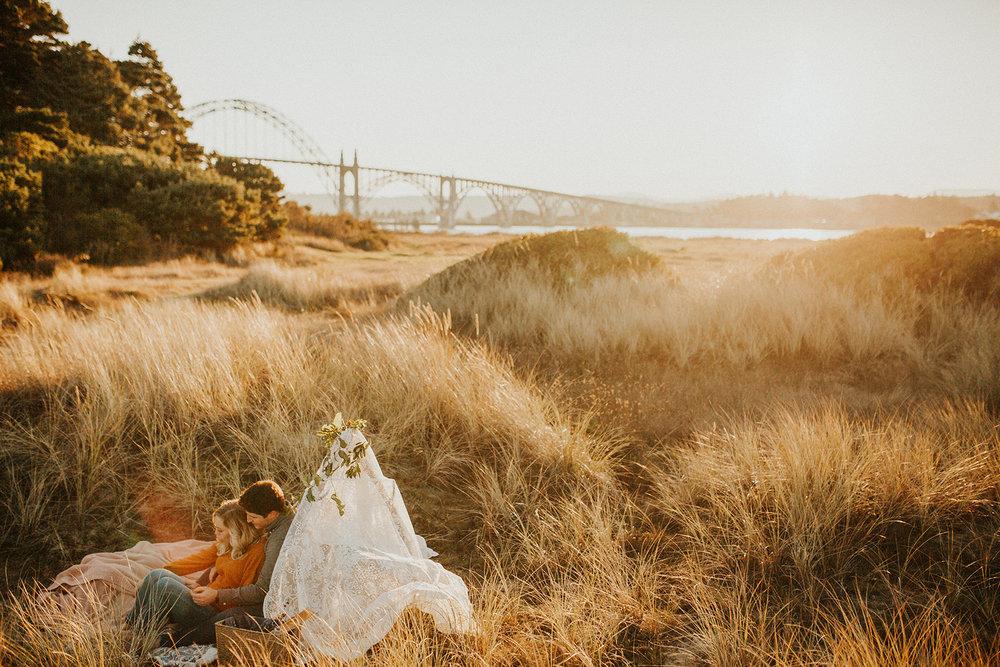 Yaquina Bay Sunrise Picnic Engagement Session   Rosemary & Pine Photography