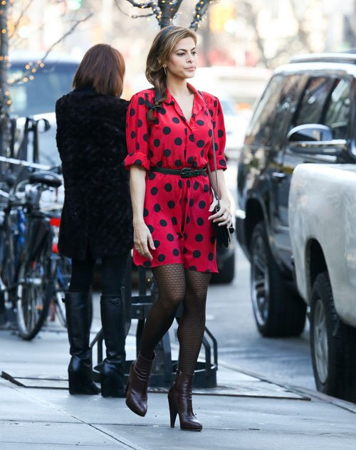 Eva Mendes in sheer patterned hosiery. Celebrity Hosiery Daily.