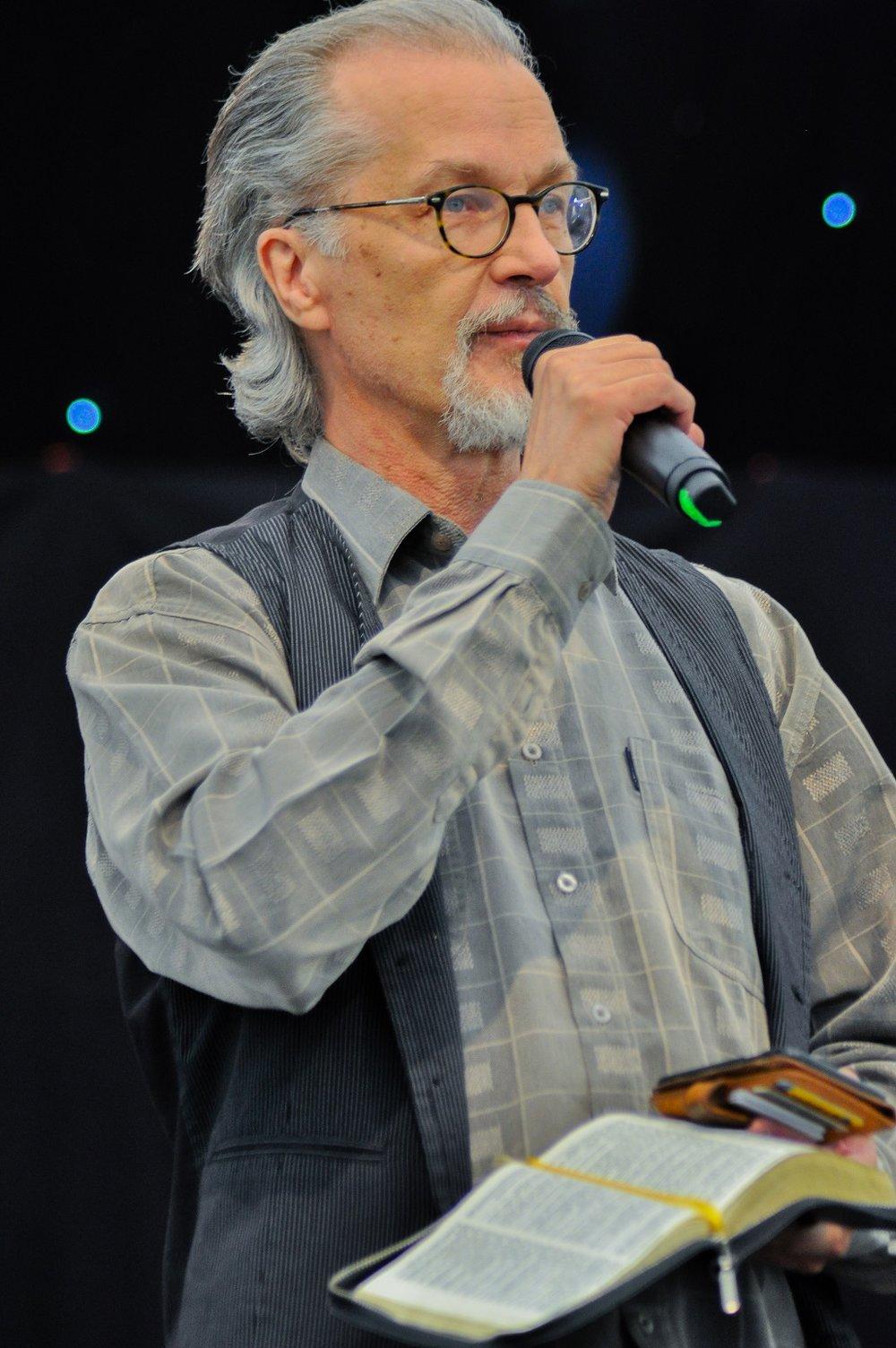 Lasse Heikkilä juonsi sovinnon messun