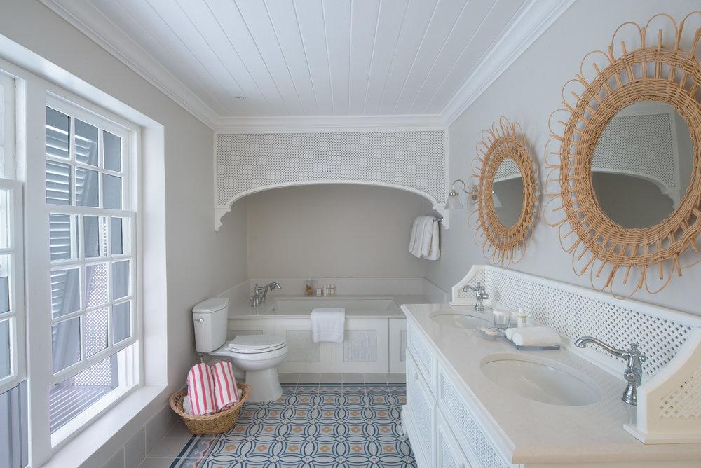 Camelot Bathroom1.jpg