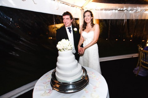 The happy couple cut their wobbly cake!